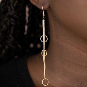 ❤️Full Swing Shimmer Earrings
